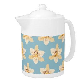 Day Lily Illustrative Ptn on Light Blue Teapot