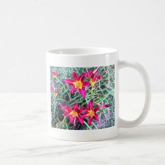 Daylilies rojos y amarillos taza de café