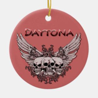 Daytona 3 cráneos en el ornamento de las alas adorno navideño redondo de cerámica