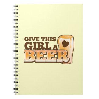 Dé a este chica un ND de la cerveza Libro De Apuntes