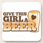 Dé a este chica un ND de la cerveza Posavasos