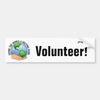 Dé a mundo una mano amiga y un voluntario pegatina para auto