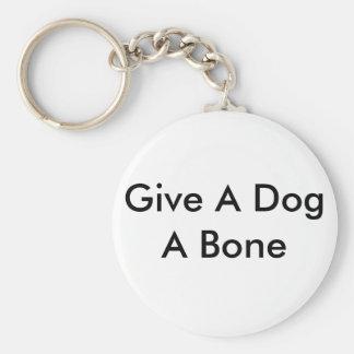 Dé a perro un llavero del hueso