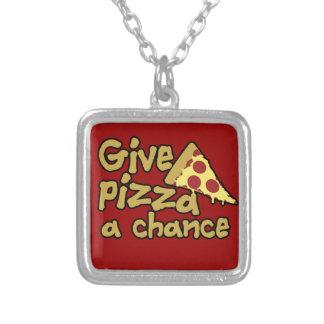 Dé a pizza una oportunidad collares