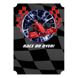 """De coche de carreras el competir con rayos rojos invitación 5"""" x 7"""""""