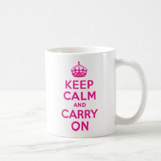 De color rosa oscuro guarde la calma y continúe taza de café
