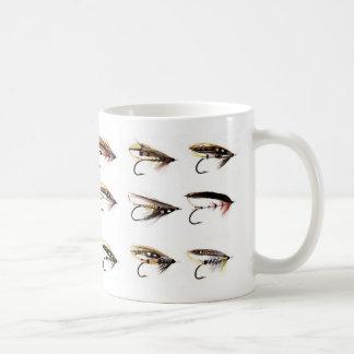 De color salmón vuela taza de café