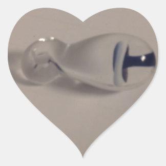 dé el colgante de cristal azul y blanco soplado de pegatina en forma de corazón