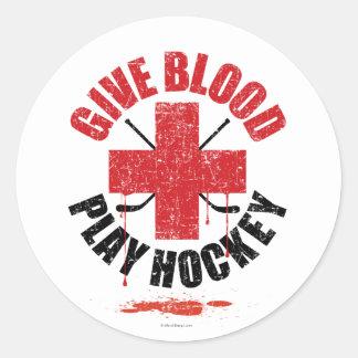 Dé el hockey v1 del juego de la sangre pegatina redonda