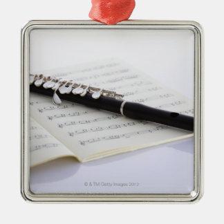 De flautín adorno navideño cuadrado de metal