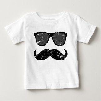 de incógnito - bigote divertido y sombras frescas playera de bebé