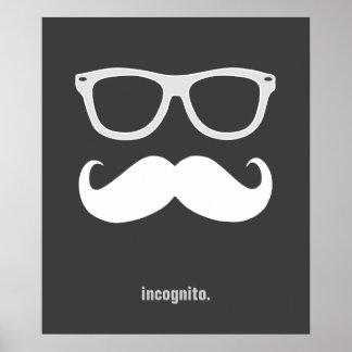 de incógnito - bigote y gafas de sol divertidos poster