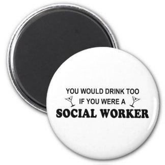 De la bebida asistente social también - imán redondo 5 cm