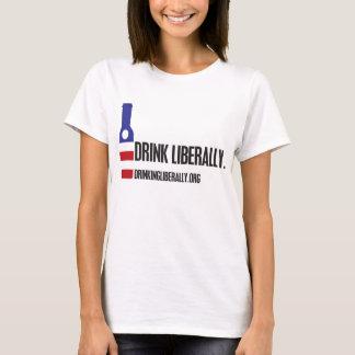 De la bebida la camiseta de las mujeres