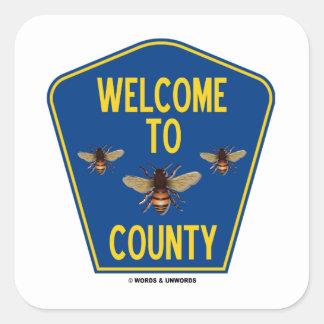 Dé la bienvenida a las abejas al condado (la pegatina cuadrada