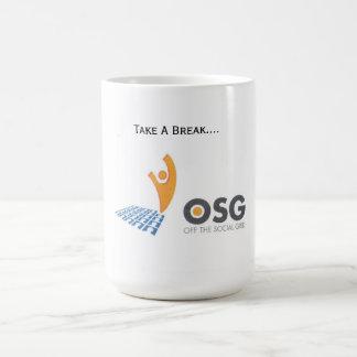De la camiseta social de la rejilla taza de café