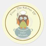 De la cocina… del búho con el gorra y la cuchara pegatina redonda