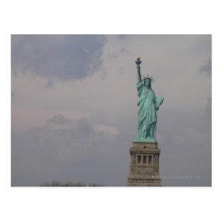 De la estatua de la libertad centrada tarjetas postales