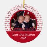 De la foto ornamento rojo y del blanco primer del  ornamento de navidad