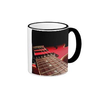 De la guitarra del cierre rojo original eléctrico  taza de café