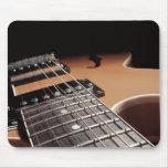 De la guitarra eléctrica del cierre vintage Brown  Tapetes De Ratón