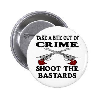 De la mordedura bastardos blancos del crimen hacia pin redondo 5 cm