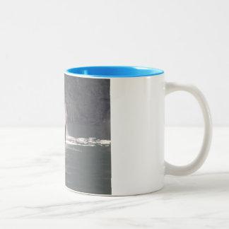 De la orca de la ballena de las respiraciones nieb tazas de café