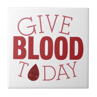 Dé la sangre hoy azulejo cuadrado pequeño