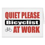 De la tranquilidad Bicyclist por favor en el traba Felicitaciones