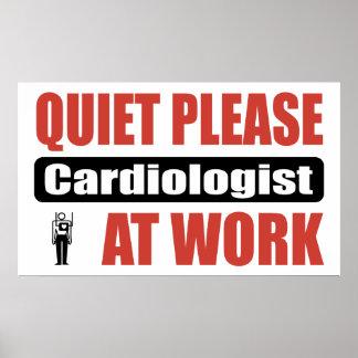 De la tranquilidad cardiólogo por favor en el trab posters