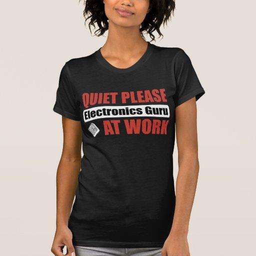 De la tranquilidad electrónica Guru por favor en e Camiseta
