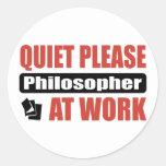 De la tranquilidad filósofo por favor en el pegatina redonda