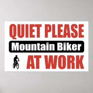 De la tranquilidad motorista de la montaña por fav póster