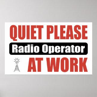 De la tranquilidad operador de radio por favor en  póster