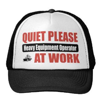 De la tranquilidad operador pesado del equipo por  gorro de camionero