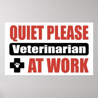 De la tranquilidad veterinario por favor en el tra póster
