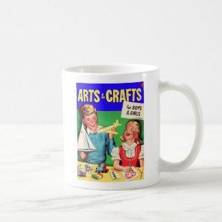 De los artes del niño del vintage del kitsch libro taza clásica