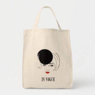 de moda en Vogue que lleva el bolso Bolsa Tela Para La Compra