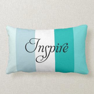 De moda inspire la almohada de tiro rayada azul