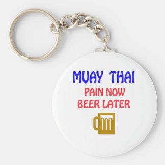 De Muay del dolor cerveza tailandesa ahora más Llavero Redondo Tipo Pin
