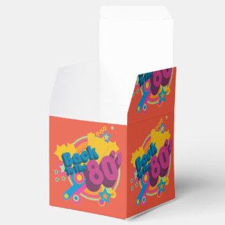 De nuevo a años 80 los años 80 retros cubican la cajas para regalos