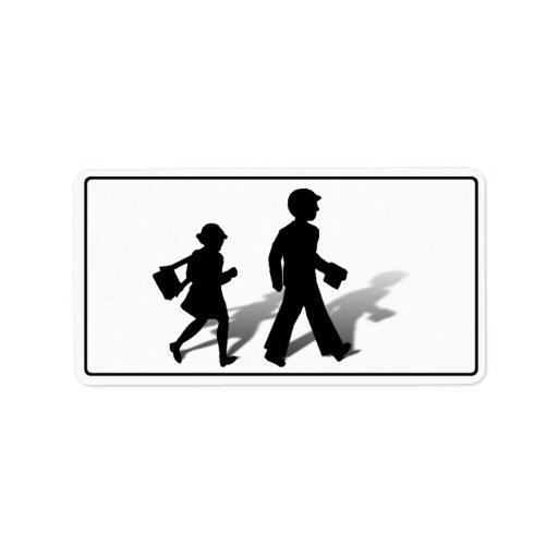 De nuevo a la escuela - el caminar de los niños de etiqueta de dirección