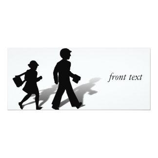 De nuevo a la escuela - el caminar de los niños de invitacion personalizada