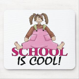 De nuevo a la ropa de la escuela mouse pads