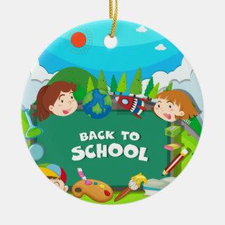 De nuevo a tema de la escuela con los niños adorno navideño redondo de cerámica