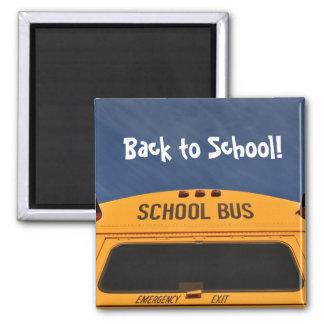 De nuevo al autobús escolar imán cuadrado