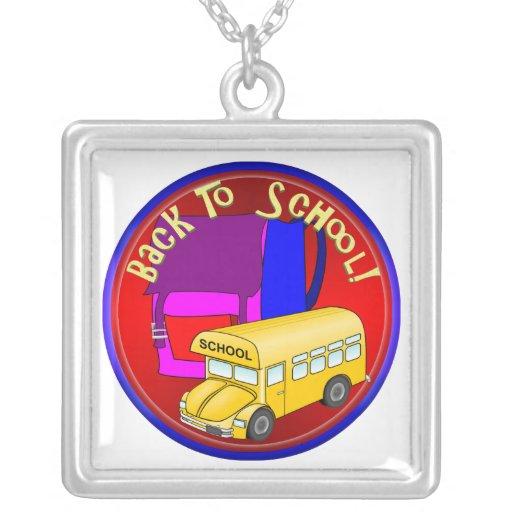 De nuevo al autobús escolar y a la mochila rosada joyerias