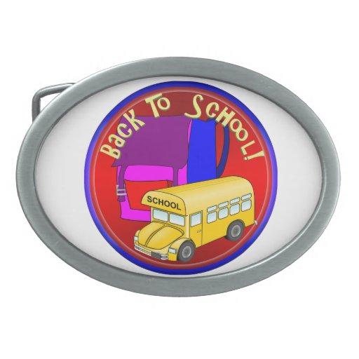De nuevo al autobús escolar y a la mochila rosada hebilla cinturón oval