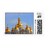 De oro hace frente en de catedral en Kiev Sellos