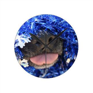 De perro de la nariz de la lengua malla azul negra reloj